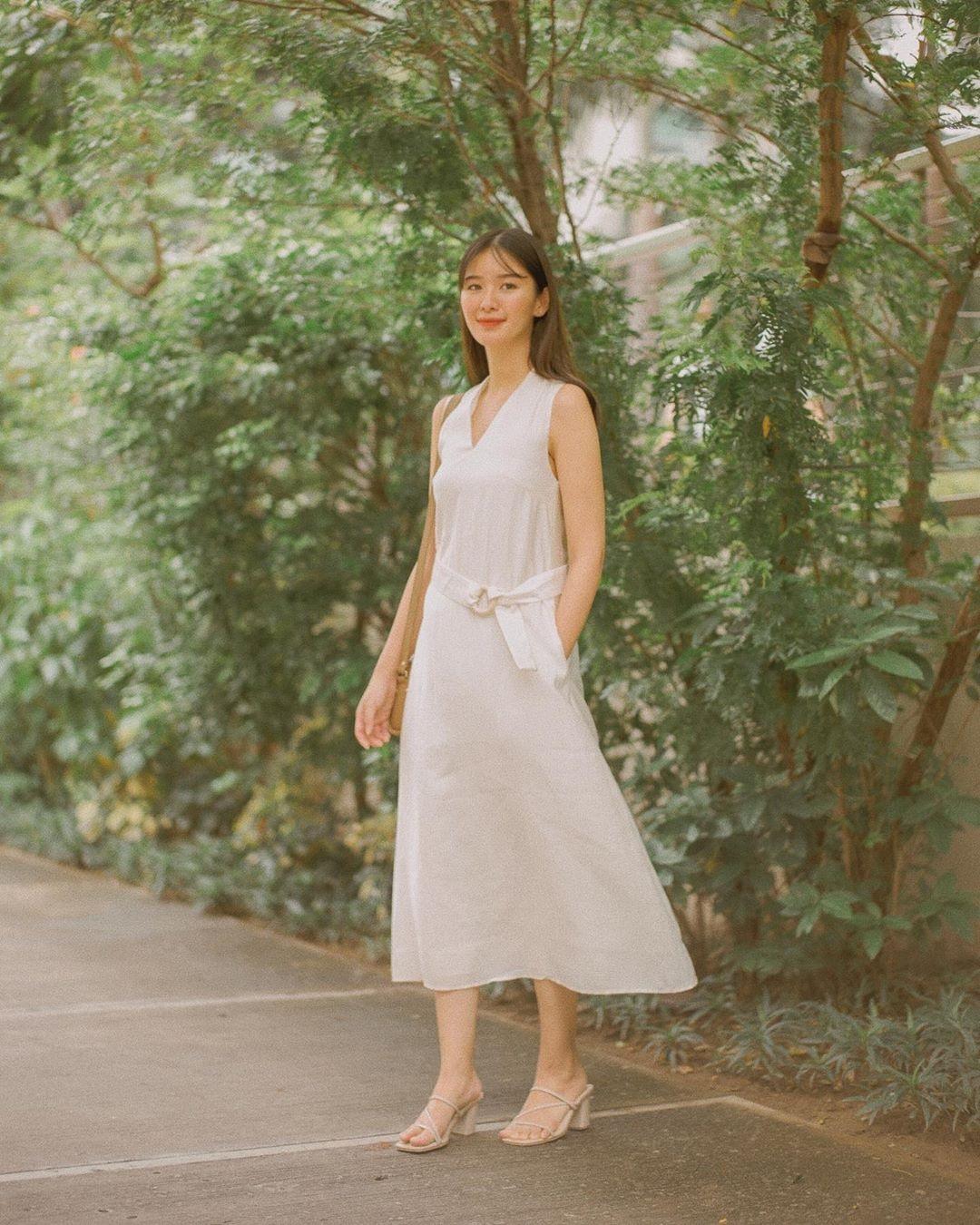 cô gái mặc đầm suông màu trắng dáng hình chữ nhật 2