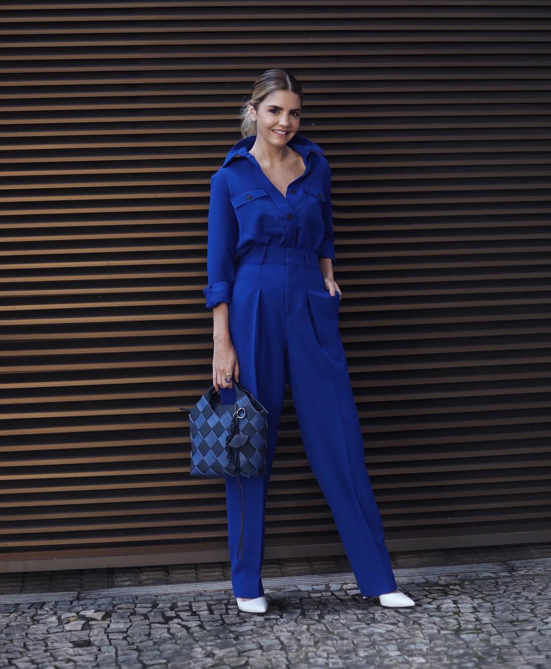 Quần tây nữ và áo sơ mi đồng bộ màu xanh dương