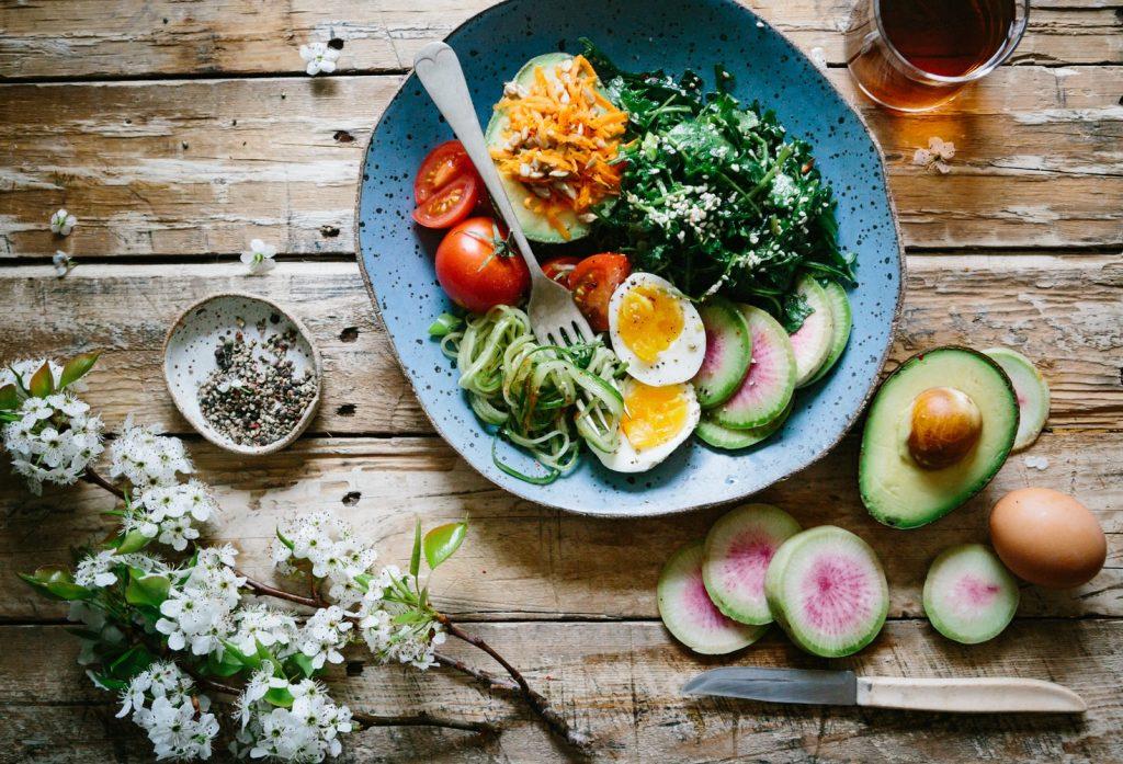 Đừng quên chọn thức ăn tươi mới để cơ thể khoẻ mạnh và đầy dinh dưỡng.