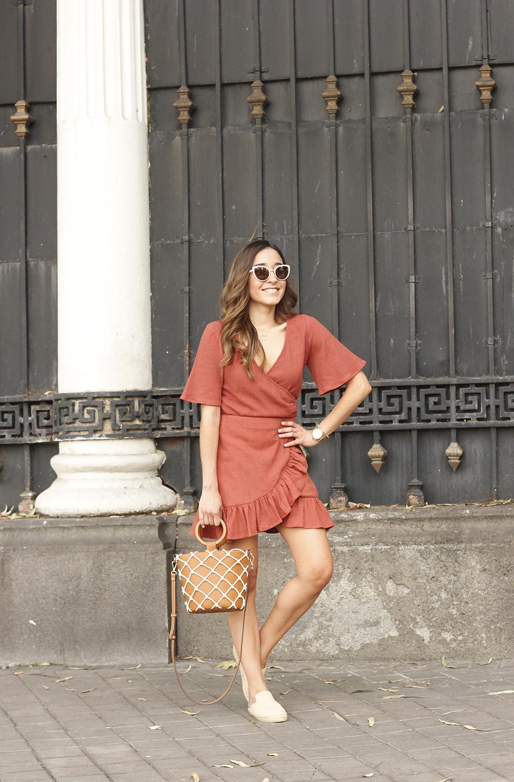 Đầm quần cổ chữ V màu cam đất