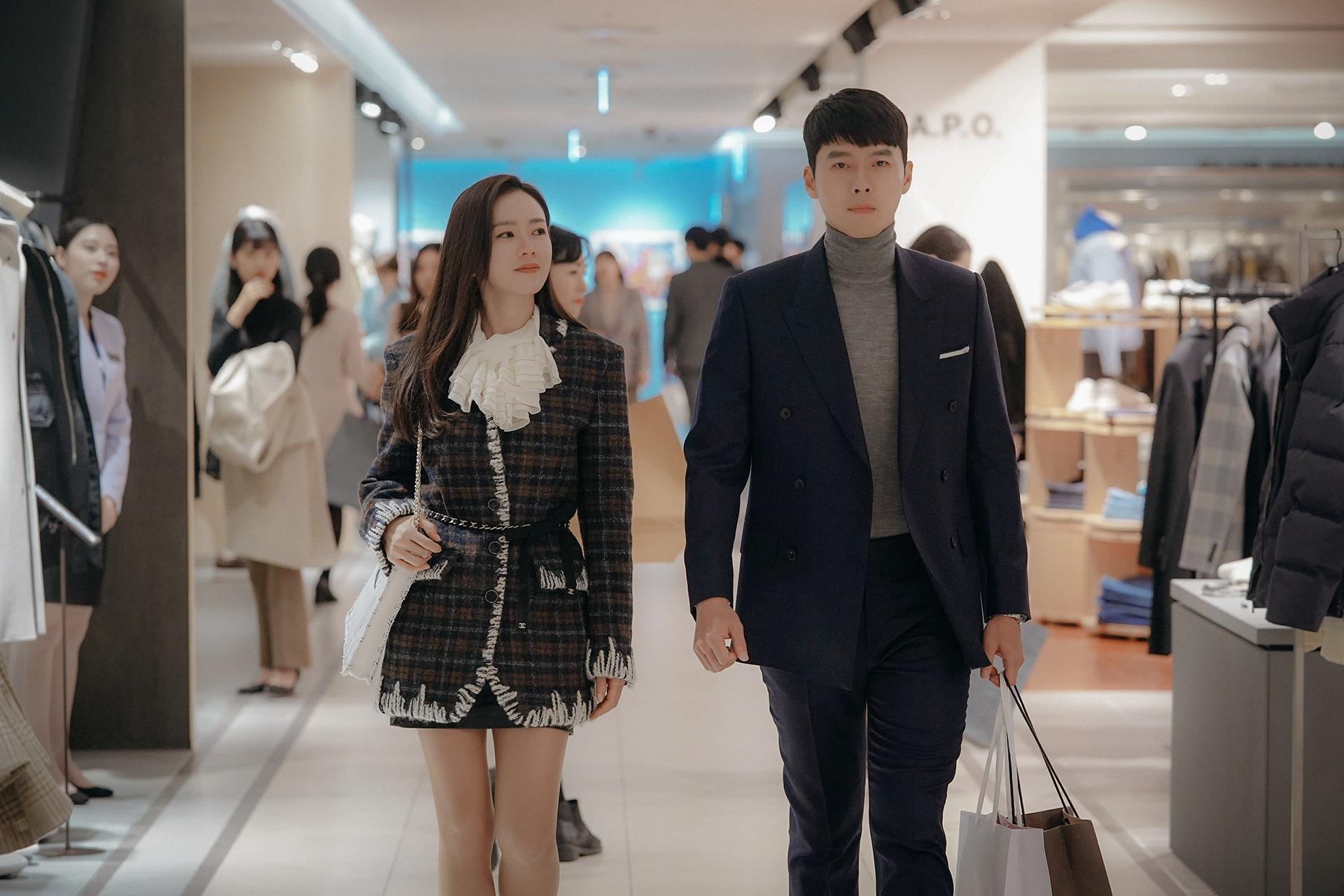 Mặc đẹp như Son Ye Jin trong Crash Landing On You với đầm vải tweed