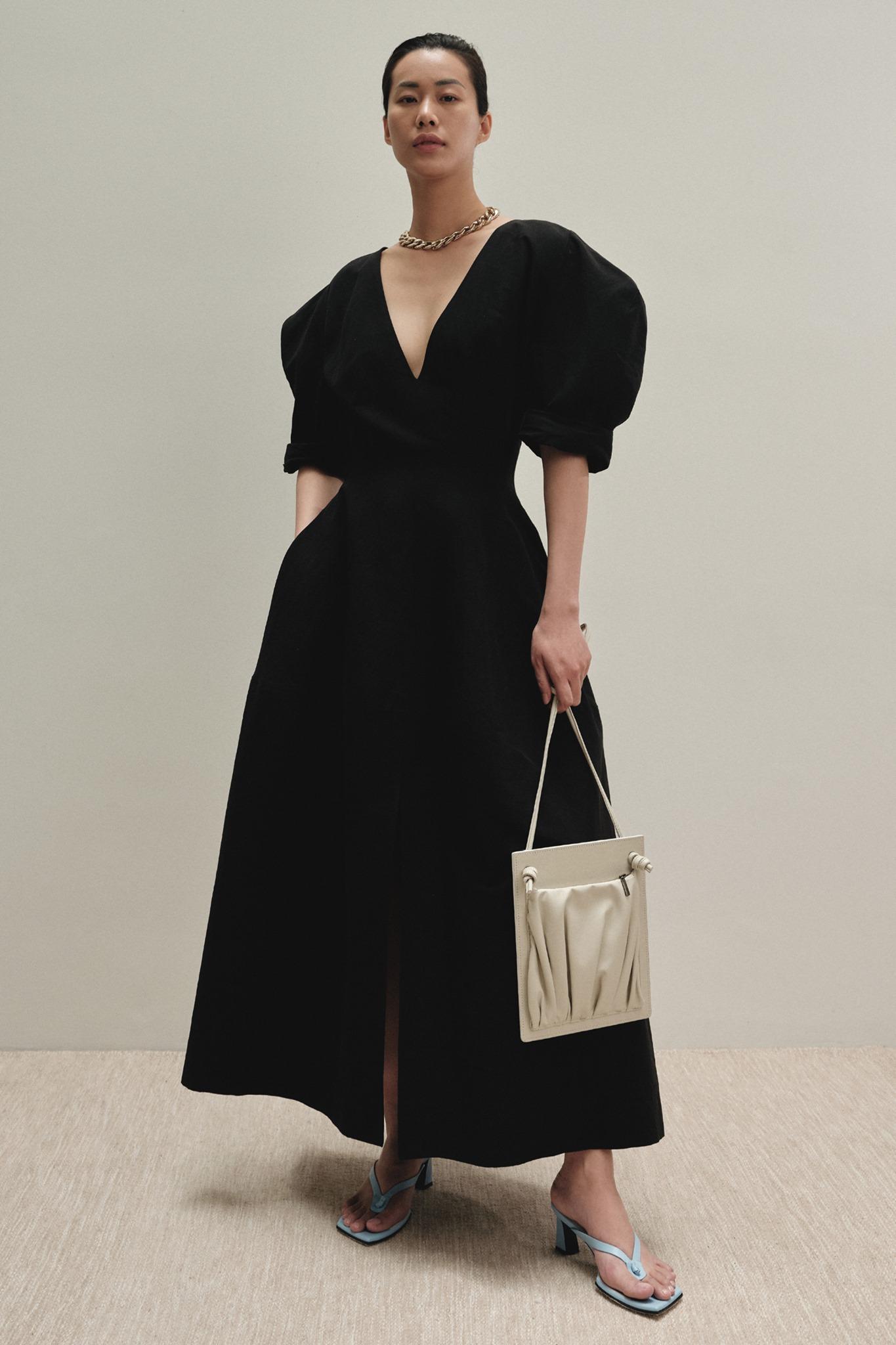 local brand việt nam đầm đen trong bst xuân hè 2020 của ntk lâm gia khang