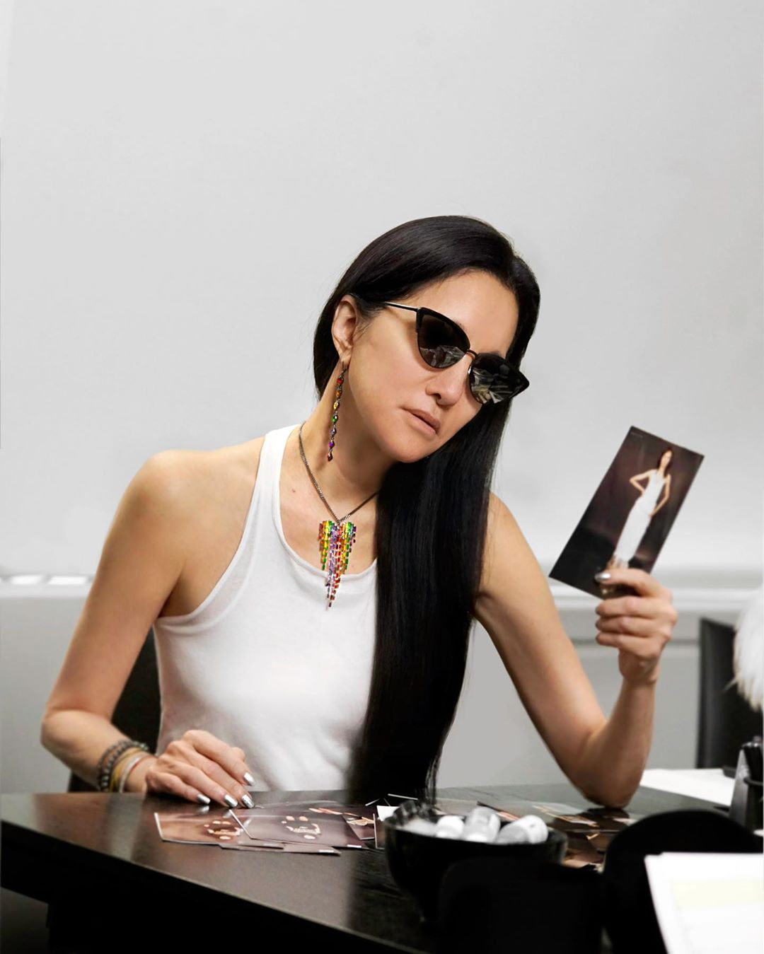 NTK Vera Wang trên bàn làm việc