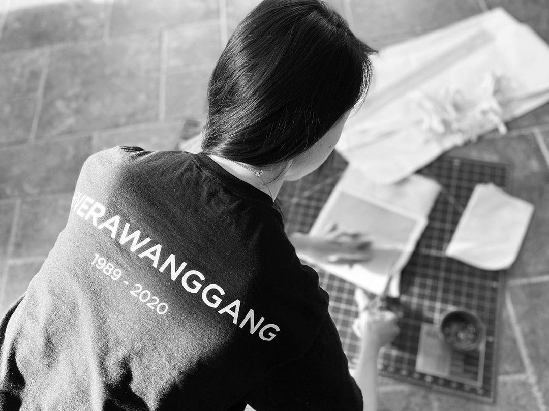 NTK Vera Wang tập trung vào công việc