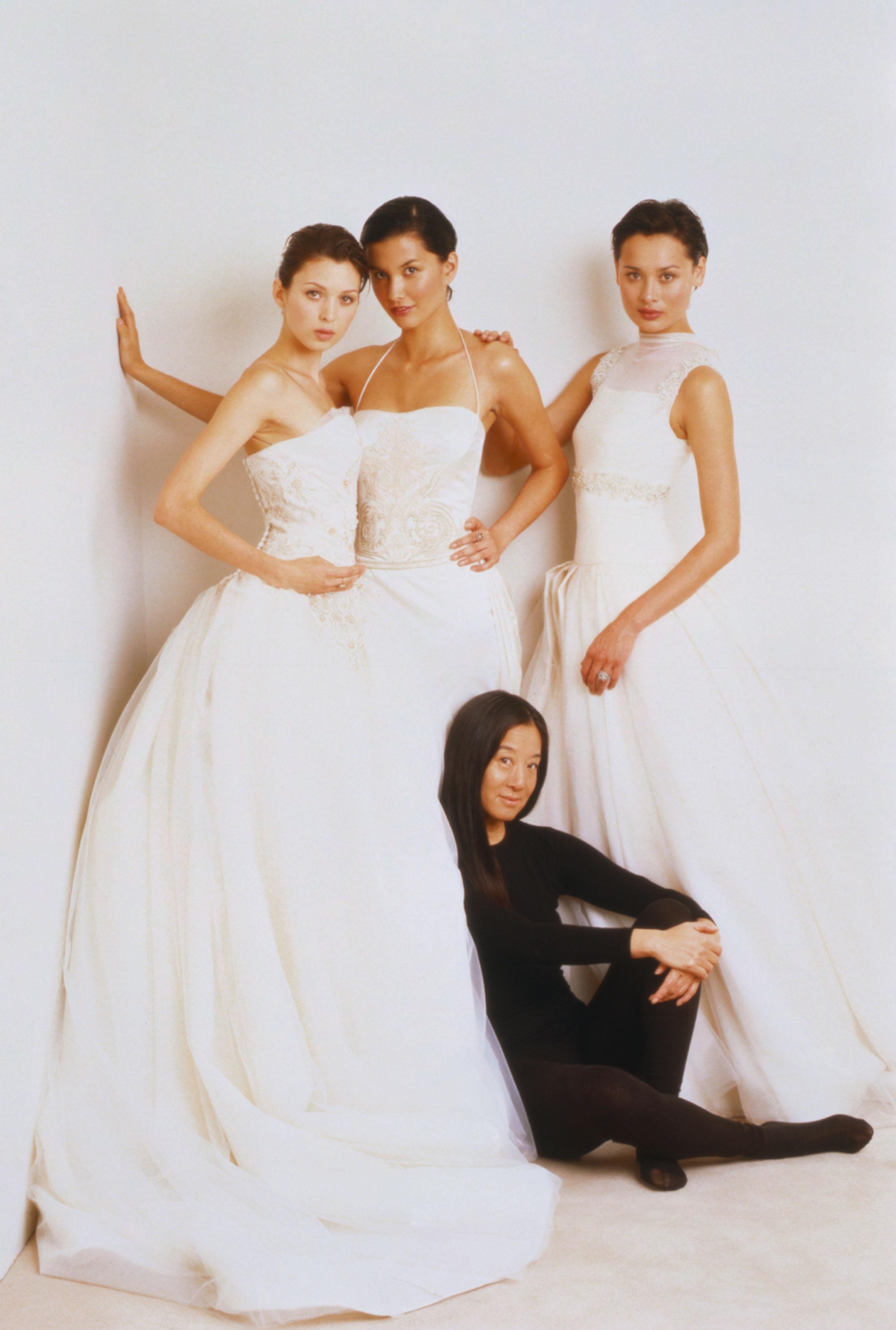 NTK Vera Wang chụp ảnh cùng các người mẫu áo cưới