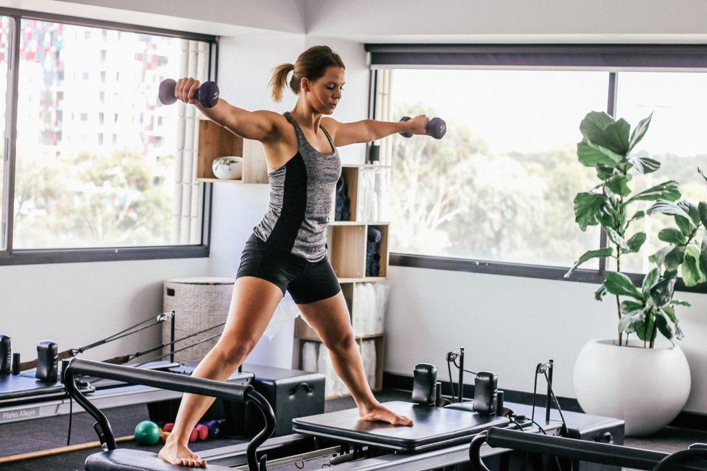 lợi ích pilates - tạ
