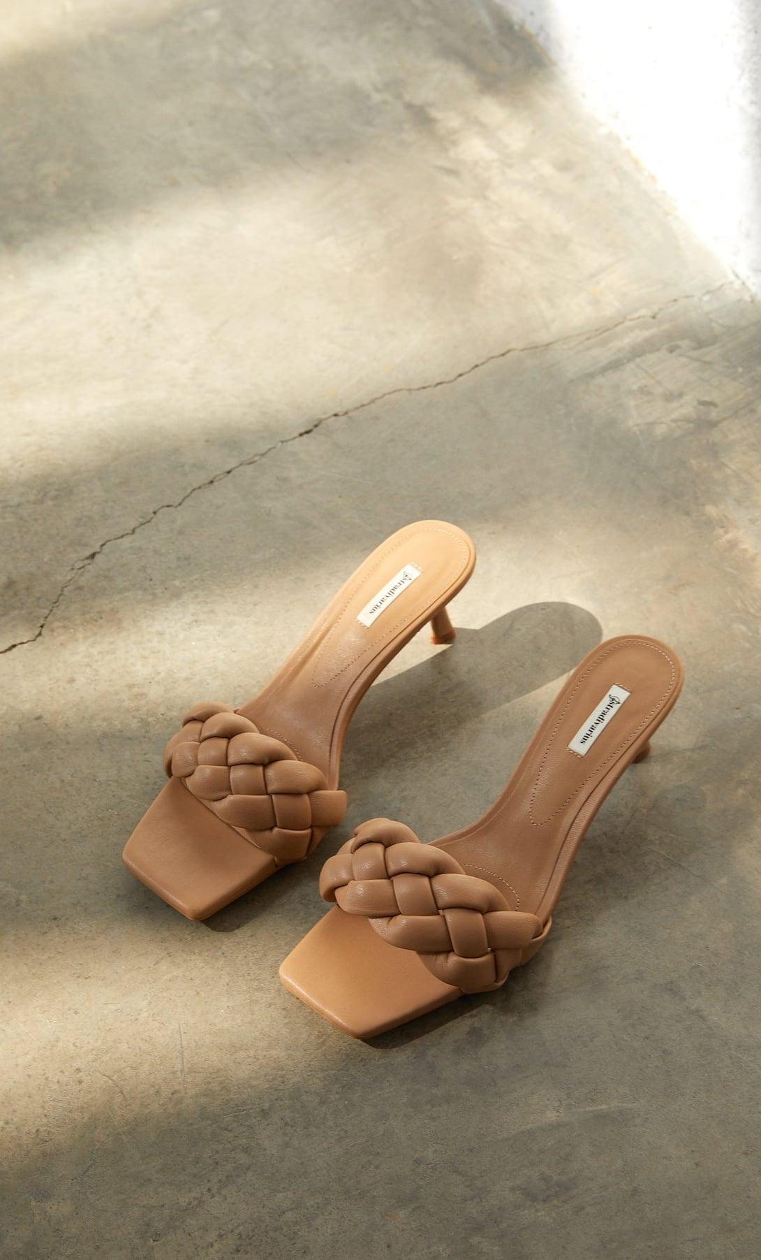 Giày mules mũi vuông quai đan màu be Stradivarius