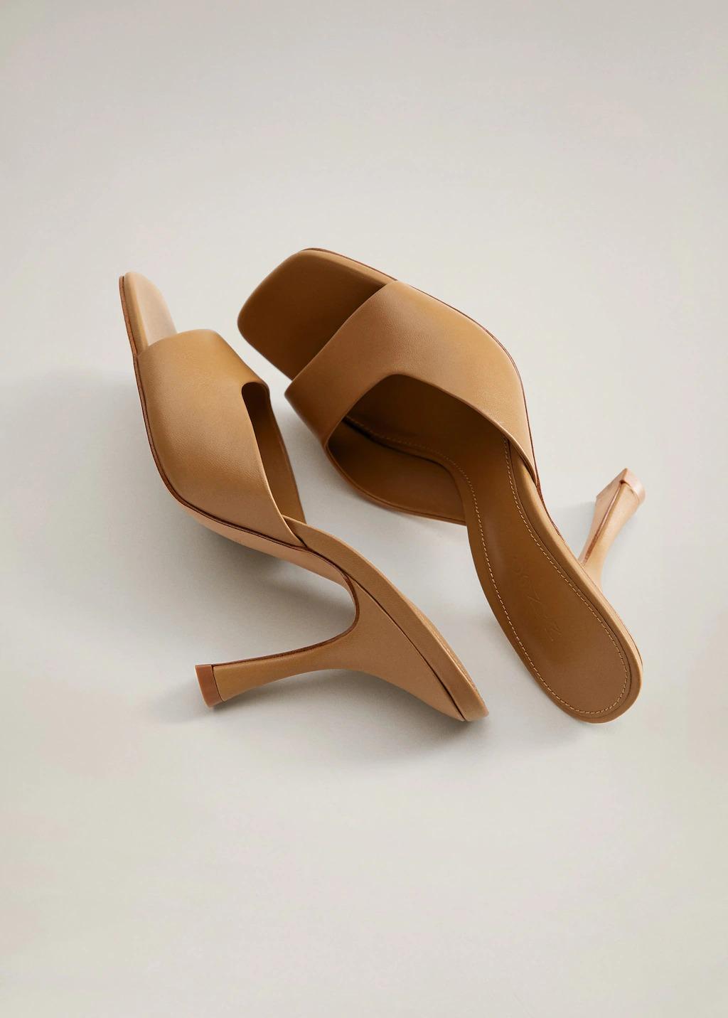 Giày mules mũi vuông màu nâu Mango