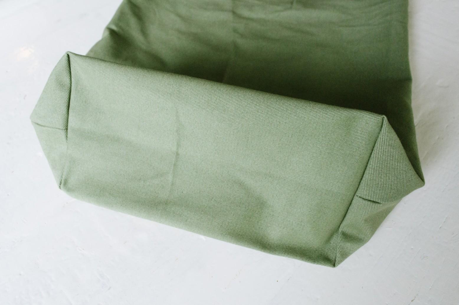 Cách may túi vải tại nhà - lật mặt phải túi ra ngoài