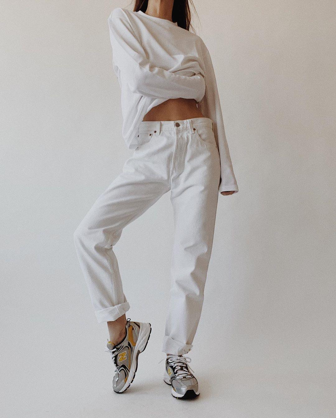 quần trắng jeans boyfriend mùa hè áo thun dài tay