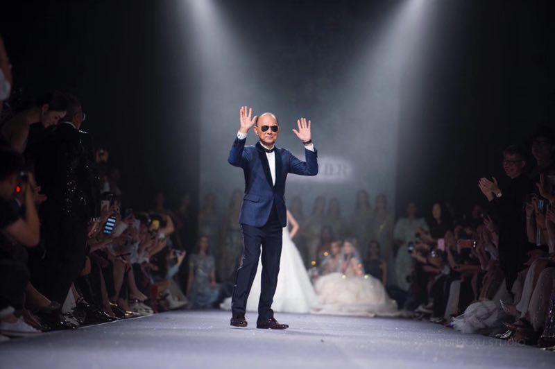 NTK Prof. Jimmy Choo, OBE trên sàn diễn thời trang