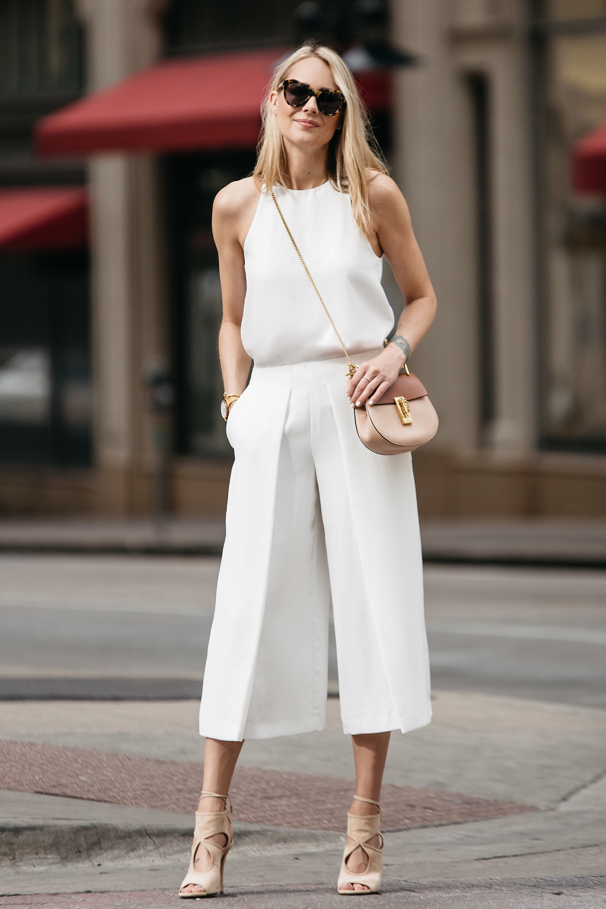 quần culottes trắng áo yếm monochrome fashionjackson