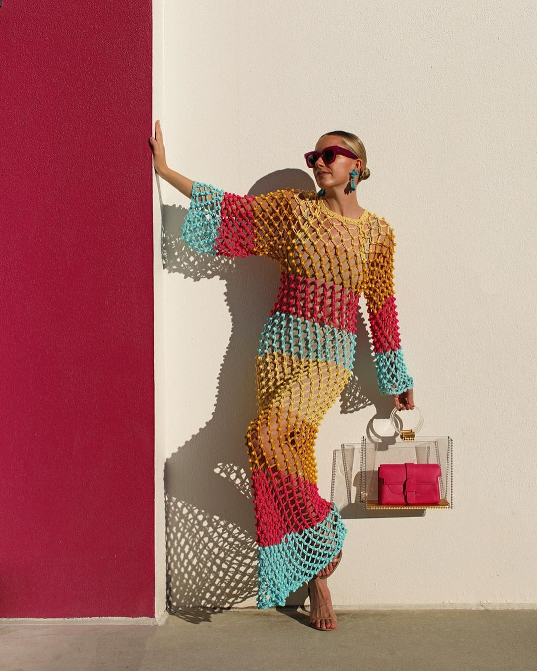 Váy mùa Hè đan móc đủ màu sắc, túi xách trong suốt