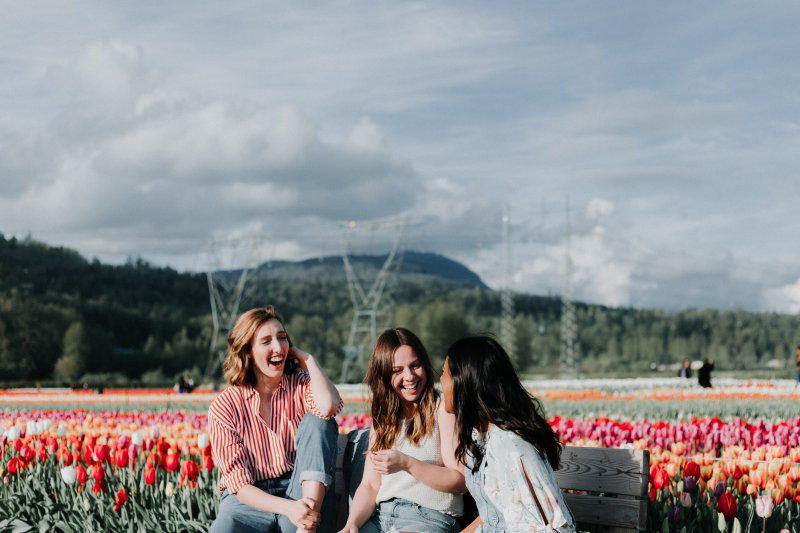 cung hoàng đạo ba cô gái nói chuyện