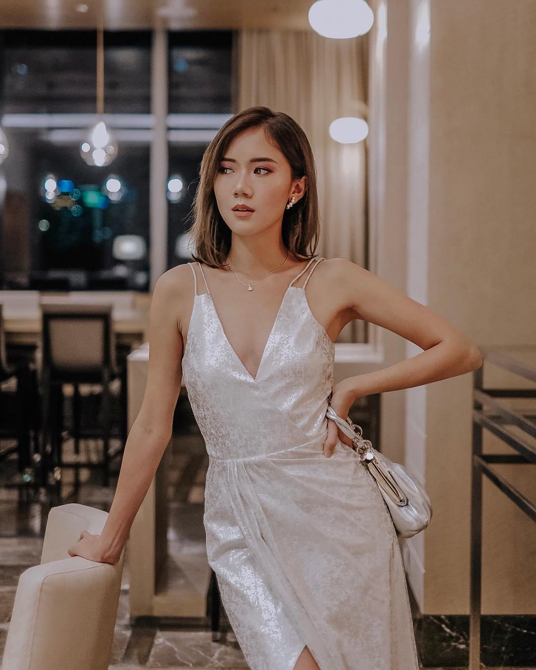 Thời trang cung Song Tử - đầm dự tiệc vải satin màu trắng