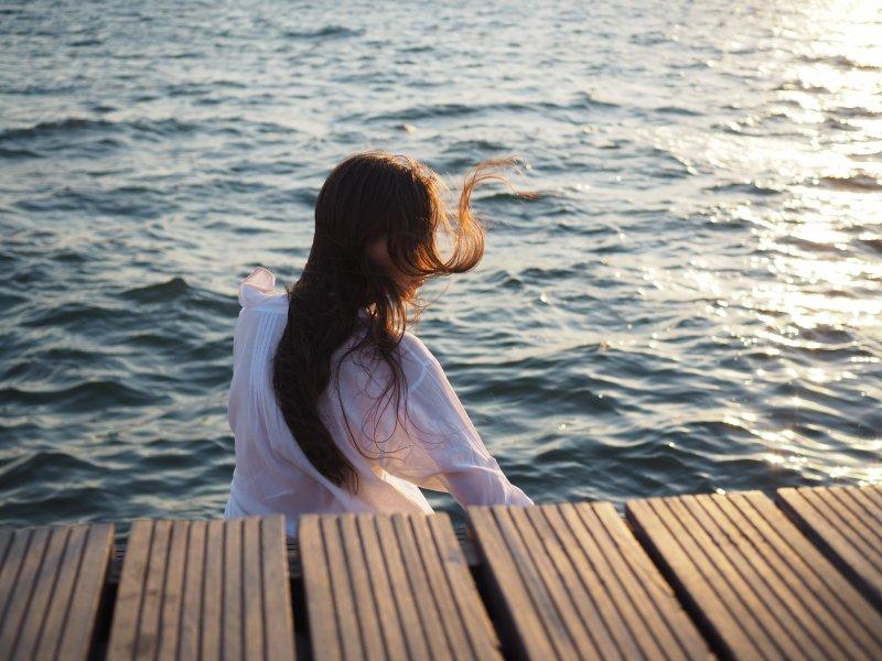 vô tính cô gái tóc dài