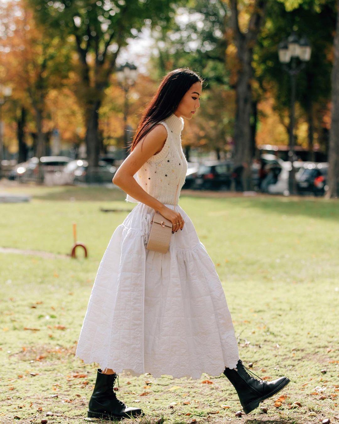 chân váy xòe ren trắng áo tank top len yoyo cao