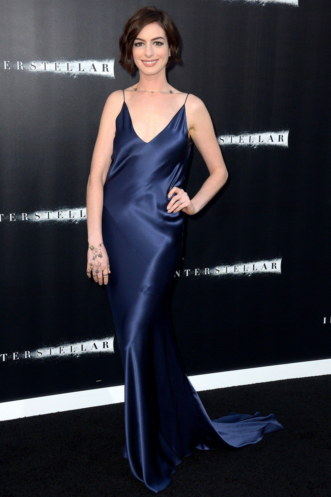 anne hathaway đầm slip dress xanh wes gordon công chiếu interstellar