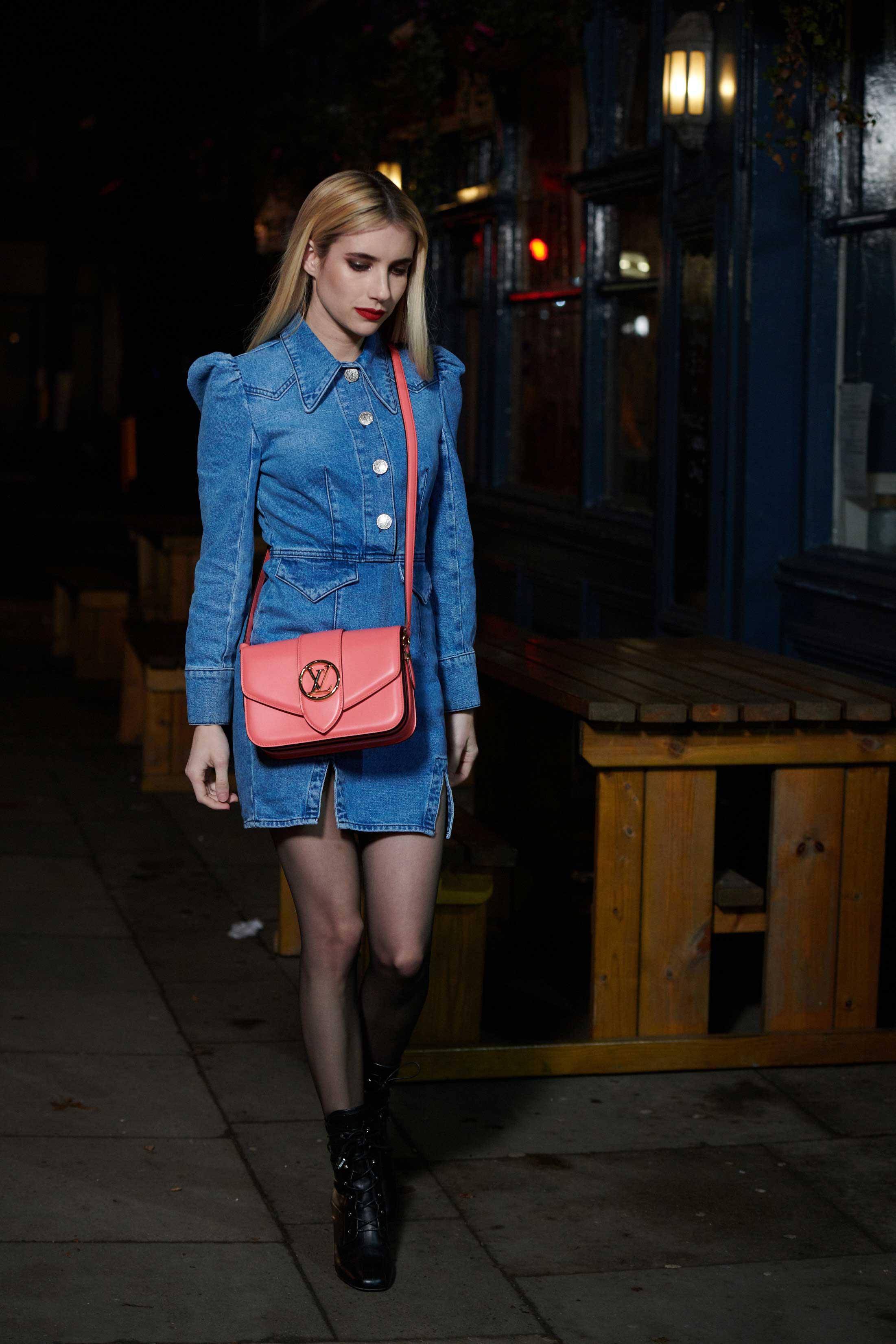 Emma Roberts đeo túi LV Pont 9 màu hồng