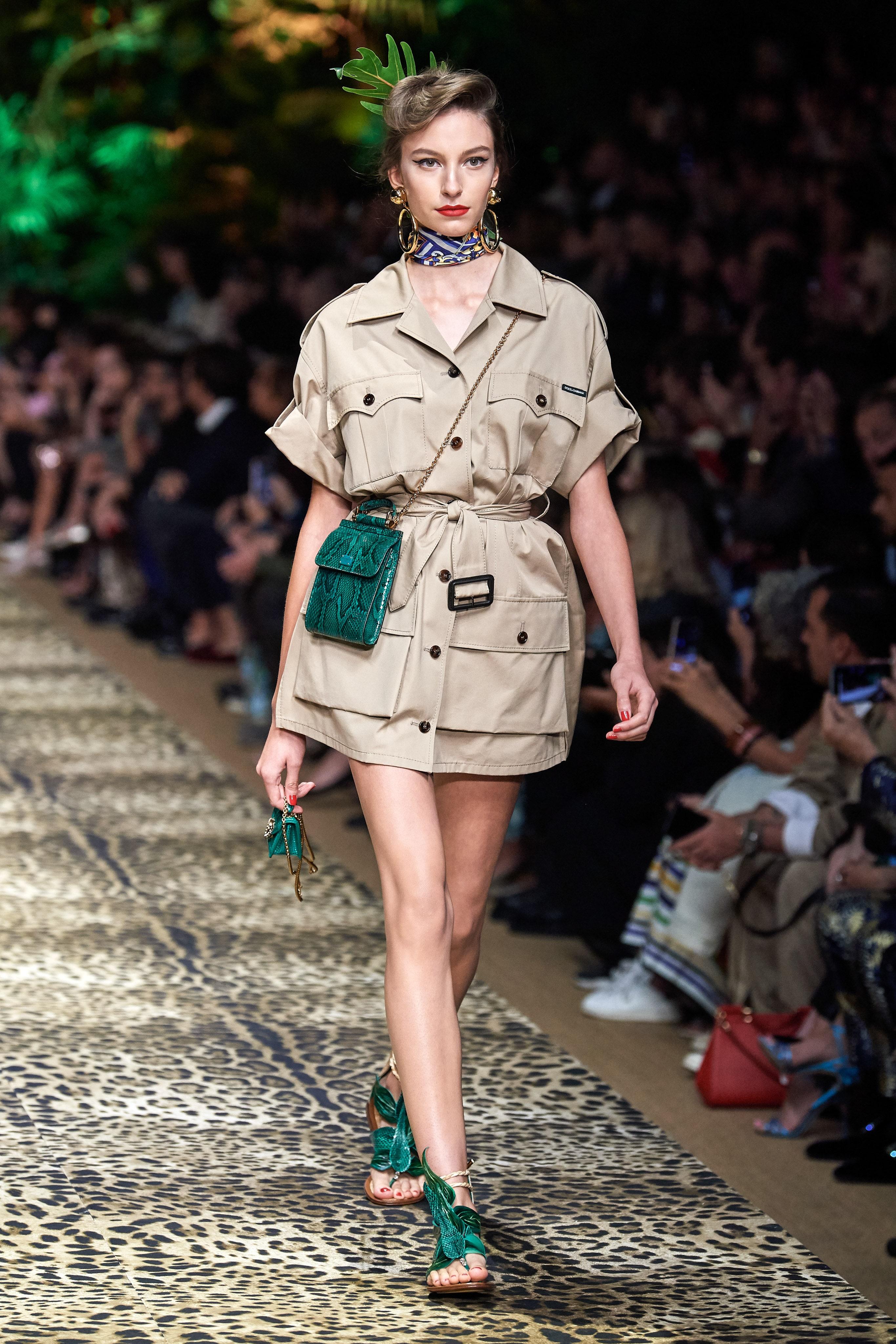 BST Dolce & Gabbana Xuân - Hè 2020 - phụ kiện xanh cổ vịt