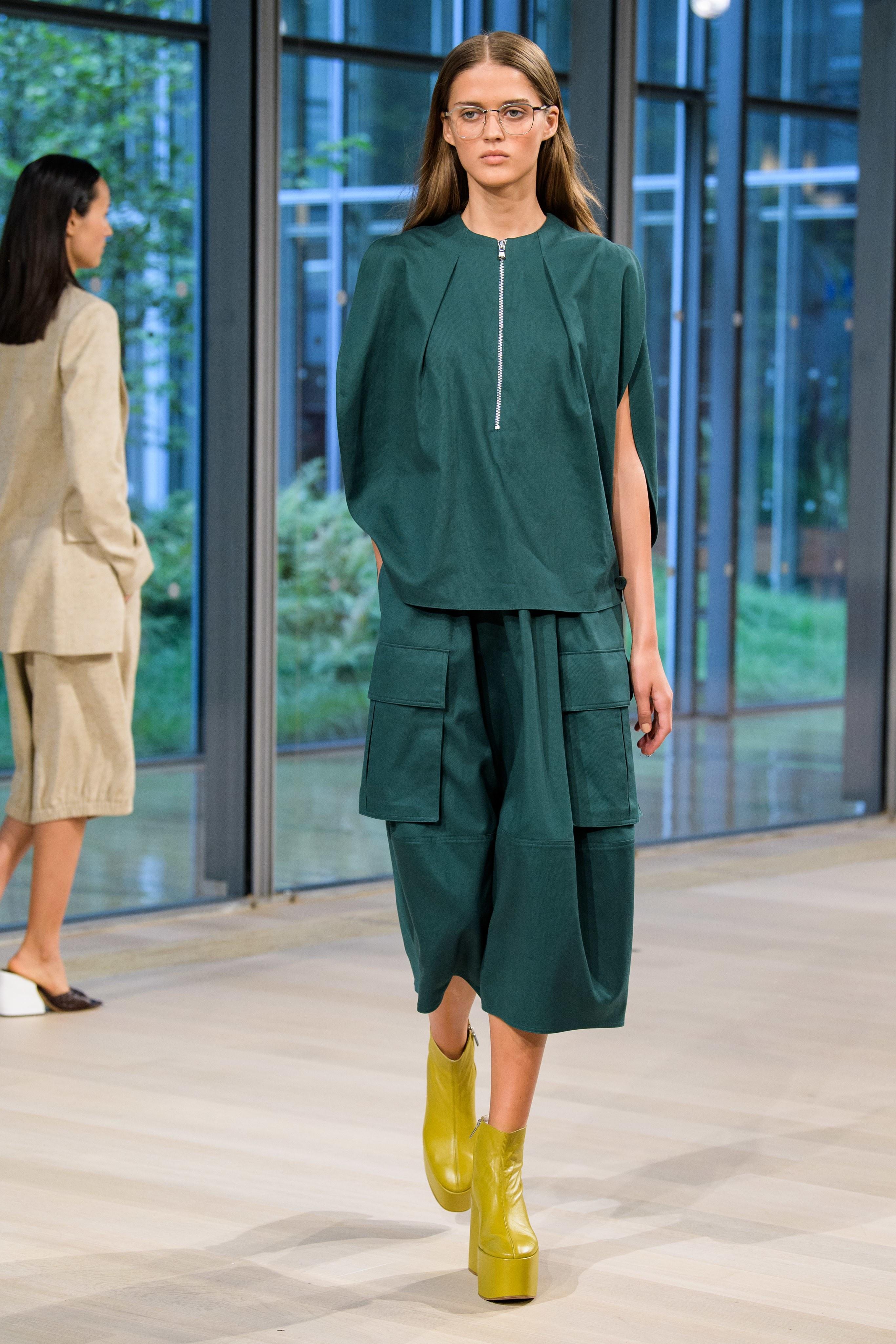 BST Tibi Xuân - Hè 2020 - trang phục màu xanh cổ vịt