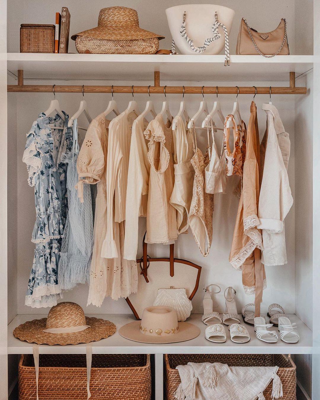 Sắp xếp lại tủ quần áo trước khi mua đồ second hand