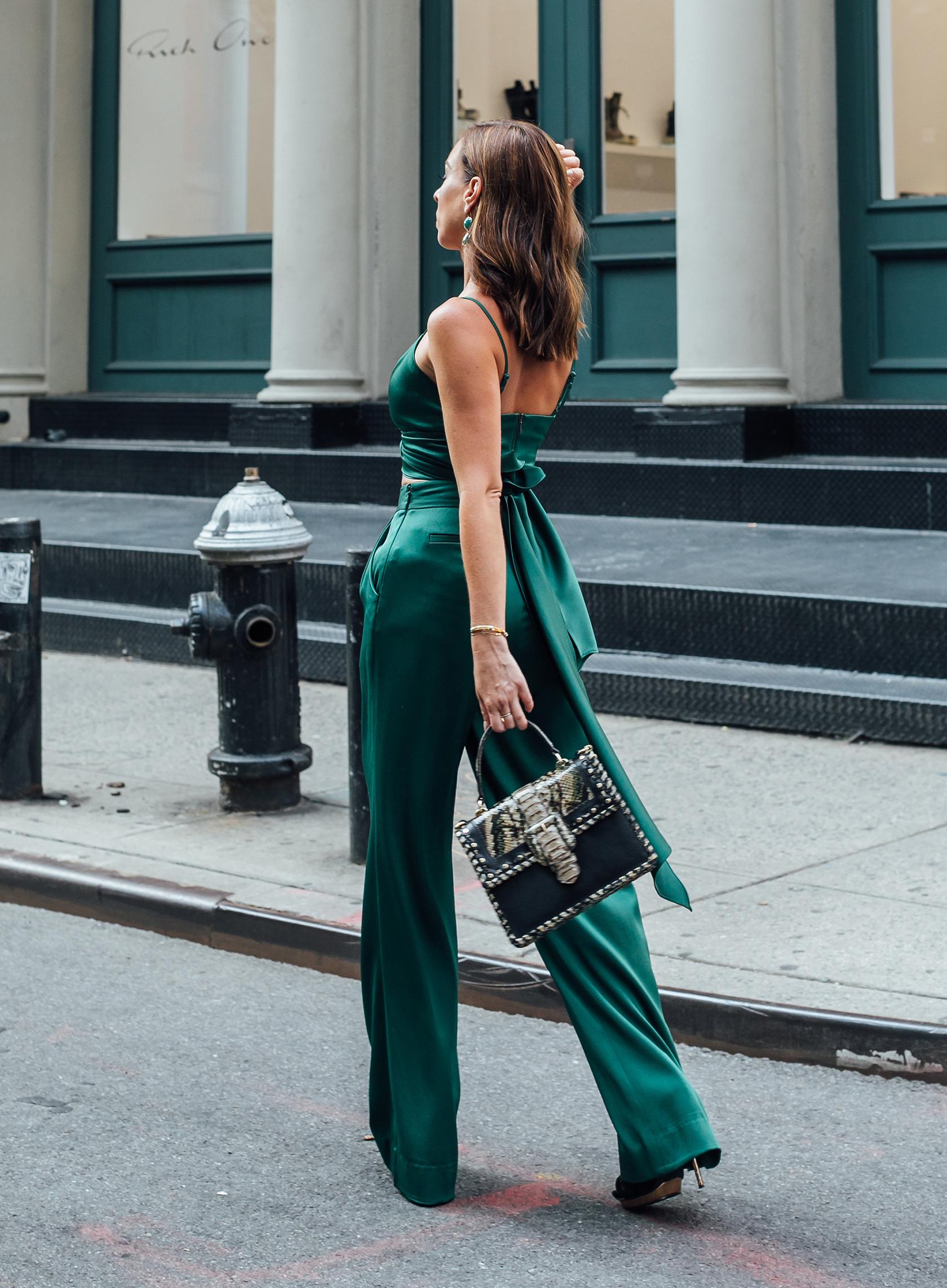 màu xanh cổ vịt nịnh da street style