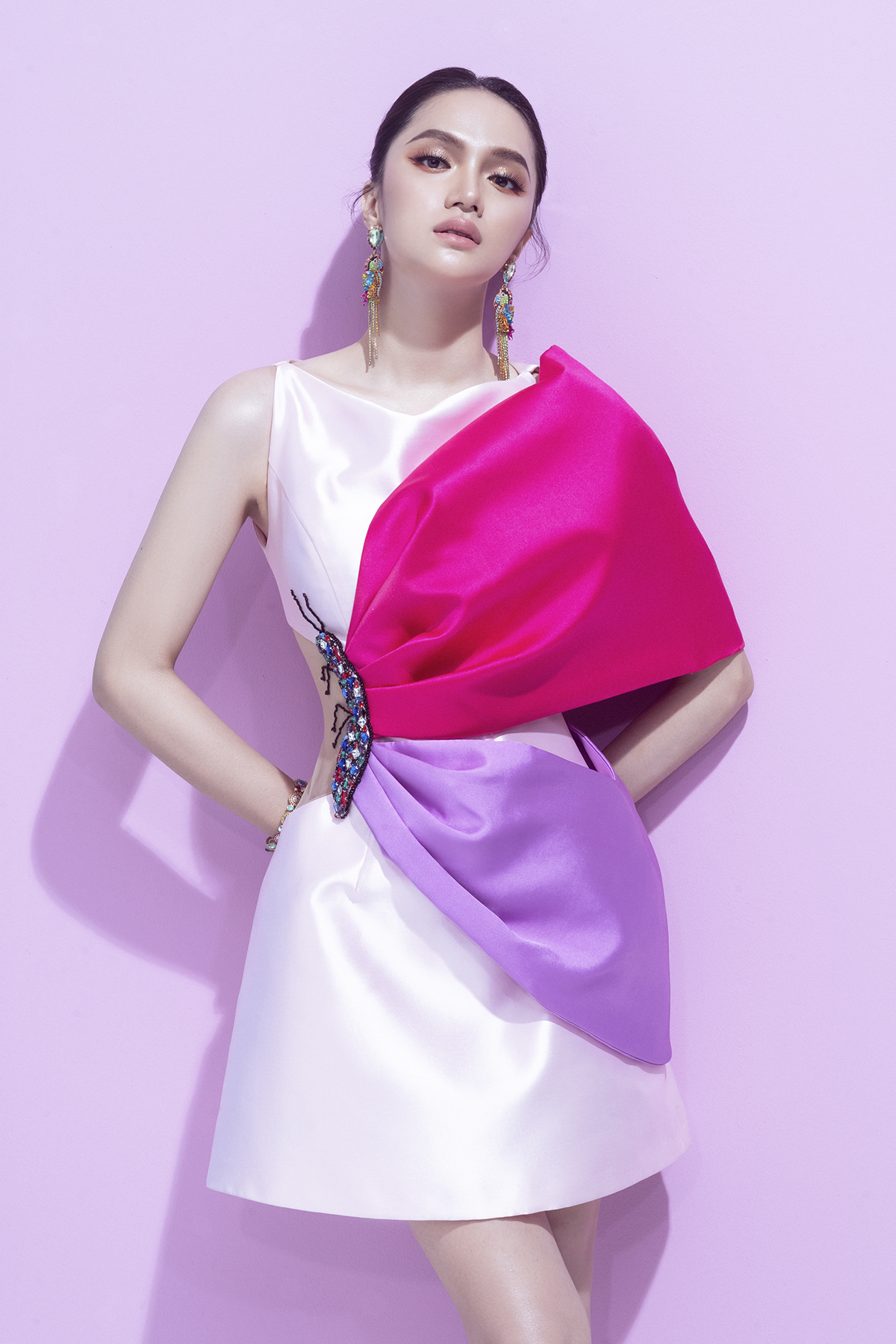 hoa hậu hương giang bộ ảnh marky aterlier bộ váy trắng hồng
