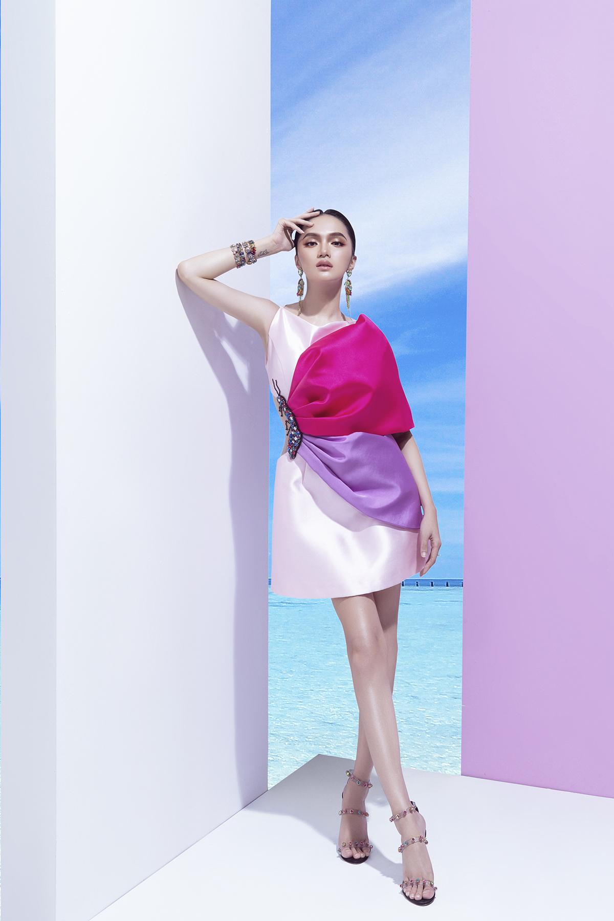 hoa hậu hương giang bộ ảnh marky aterlier đầm trắng hồng tím