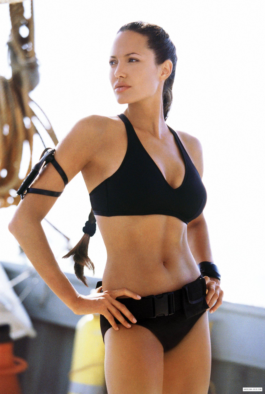 angelina jolie tomb raider bộ bikini màu đen dáng thể thao