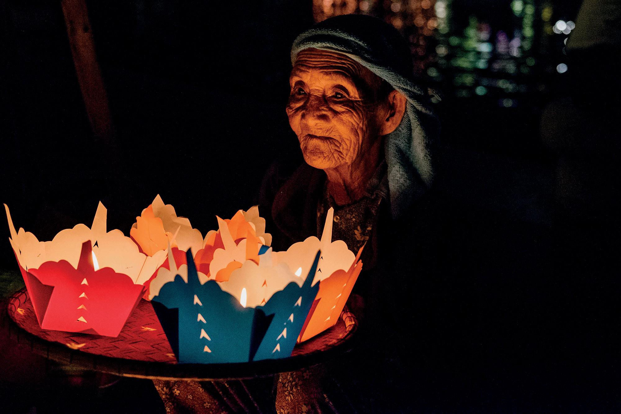 Hội An bà cụ bán đèn