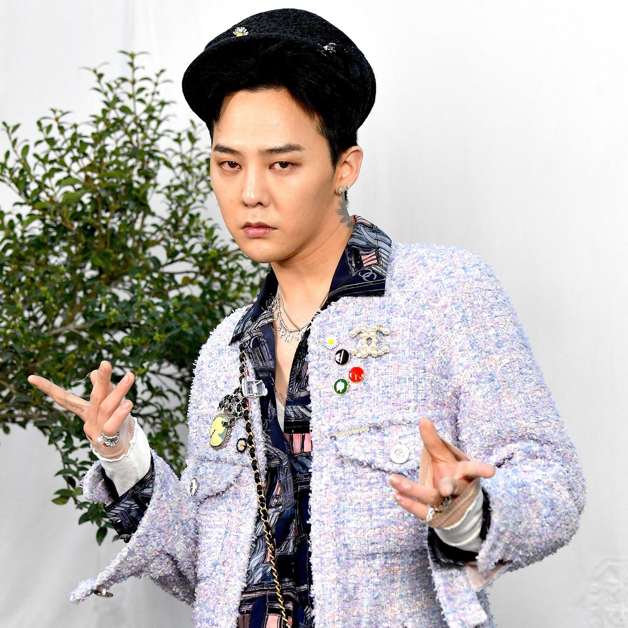 sao kpop G-Dragon dự Chanel show at Paris Fashion Week 2020