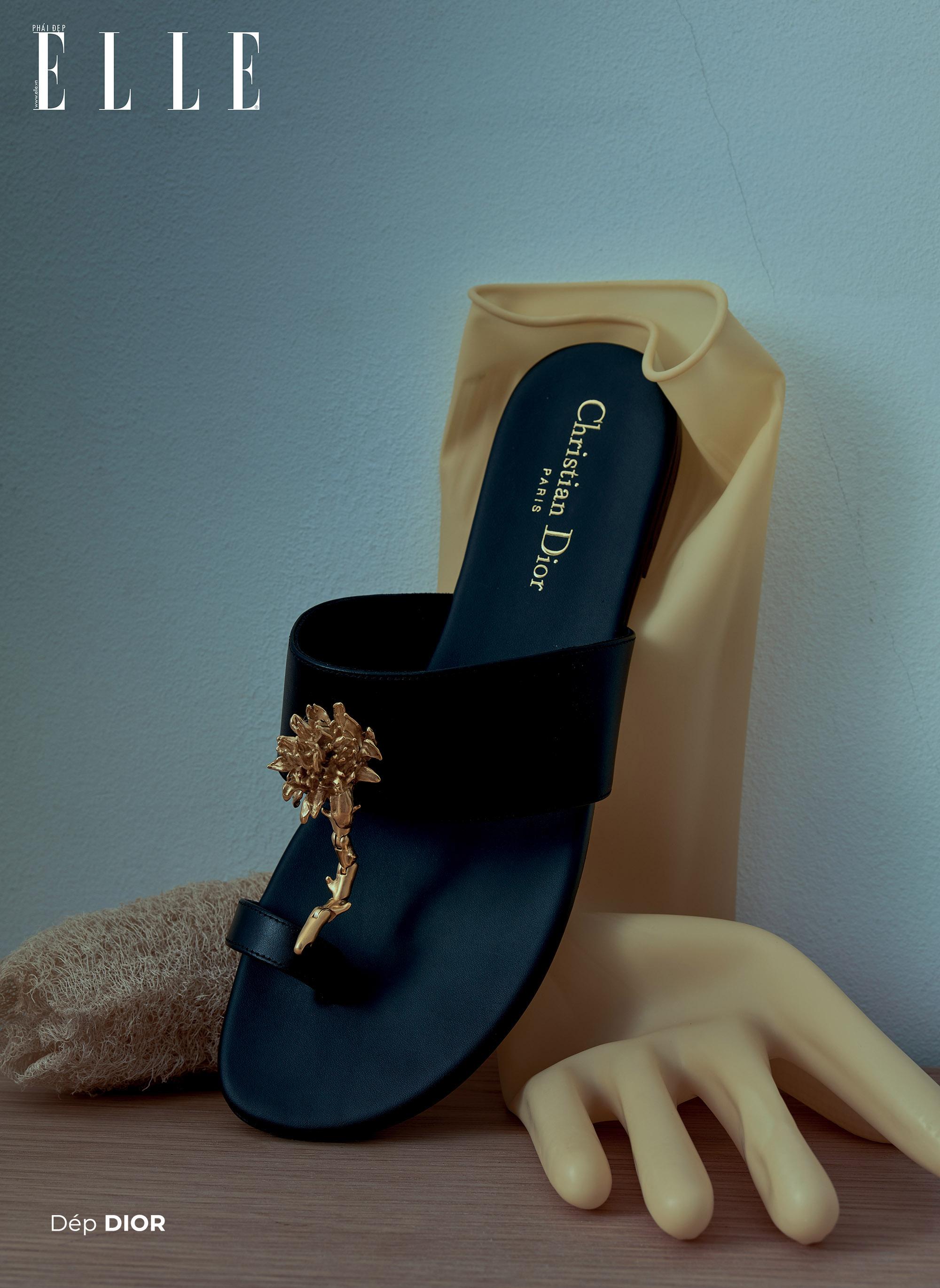 bộ ảnh phụ kiện thời trang Xuân Hè 2020 dép Christian Dior