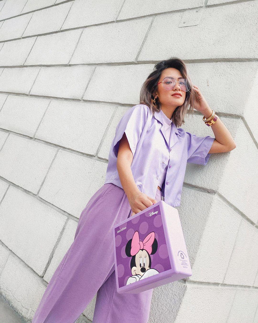 Trang phục monochorome tím lilac