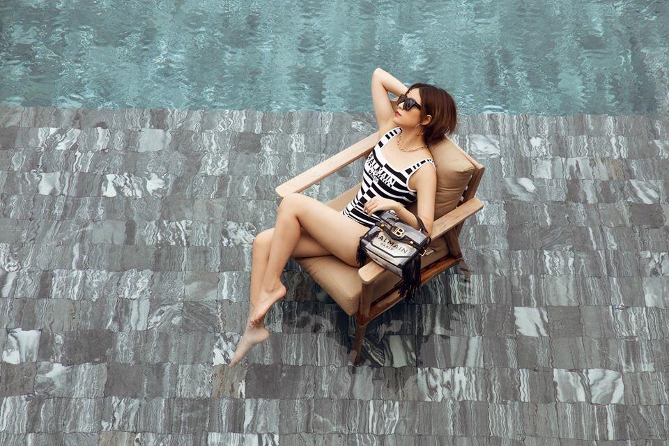 Hoàng Thuỳ Linh mặc đồ bơi của Balmain