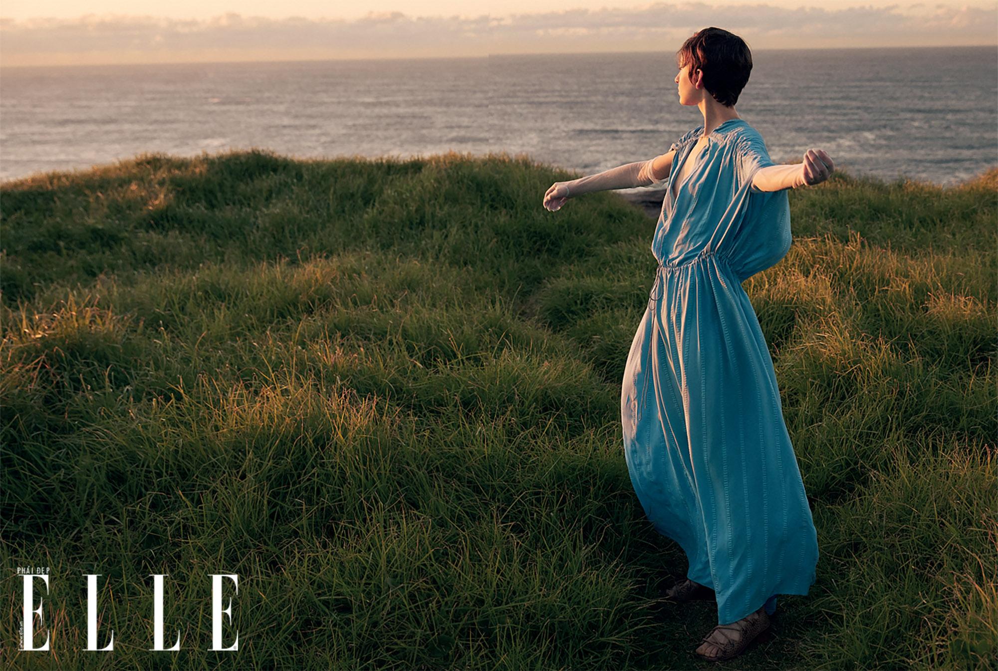 bộ ảnh thời trang Hè 2020 đầm suông xanh da trời