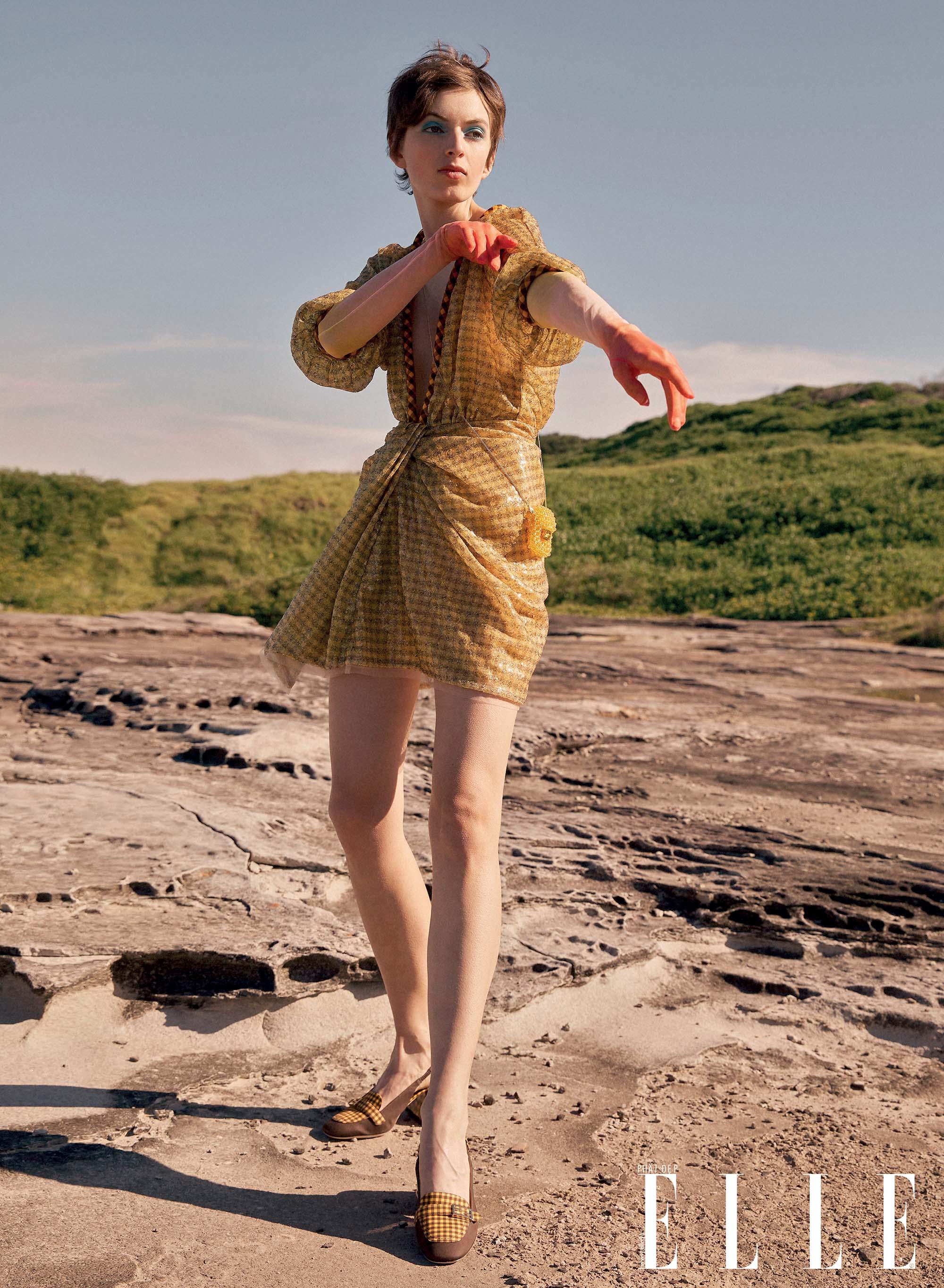 bộ ảnh thời trang Hè 2020 đầm vàng nhạt mỏng