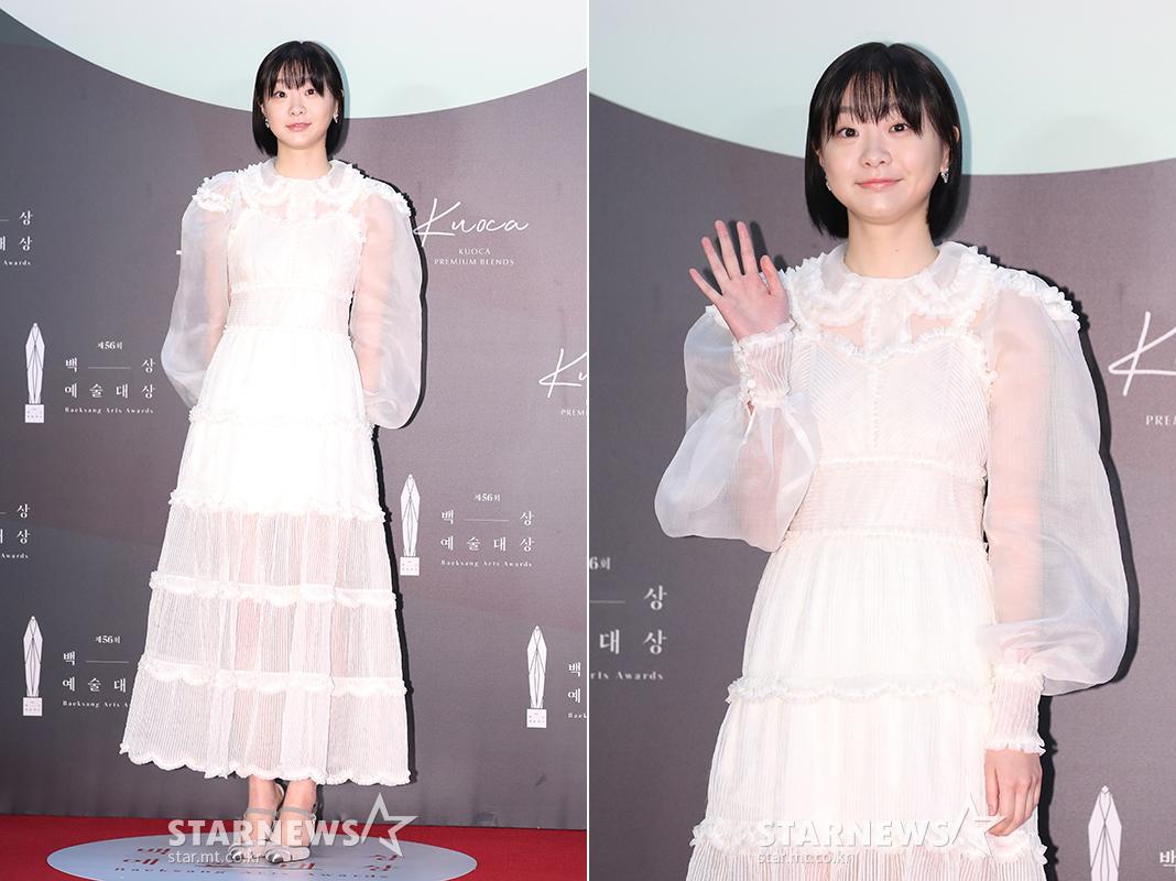 thảm đỏ lễ trao giải baeksang 2020 son ye jin - kim dami itaewon class đầm ren trắng xếp tầng xuyên thấu tay phồng