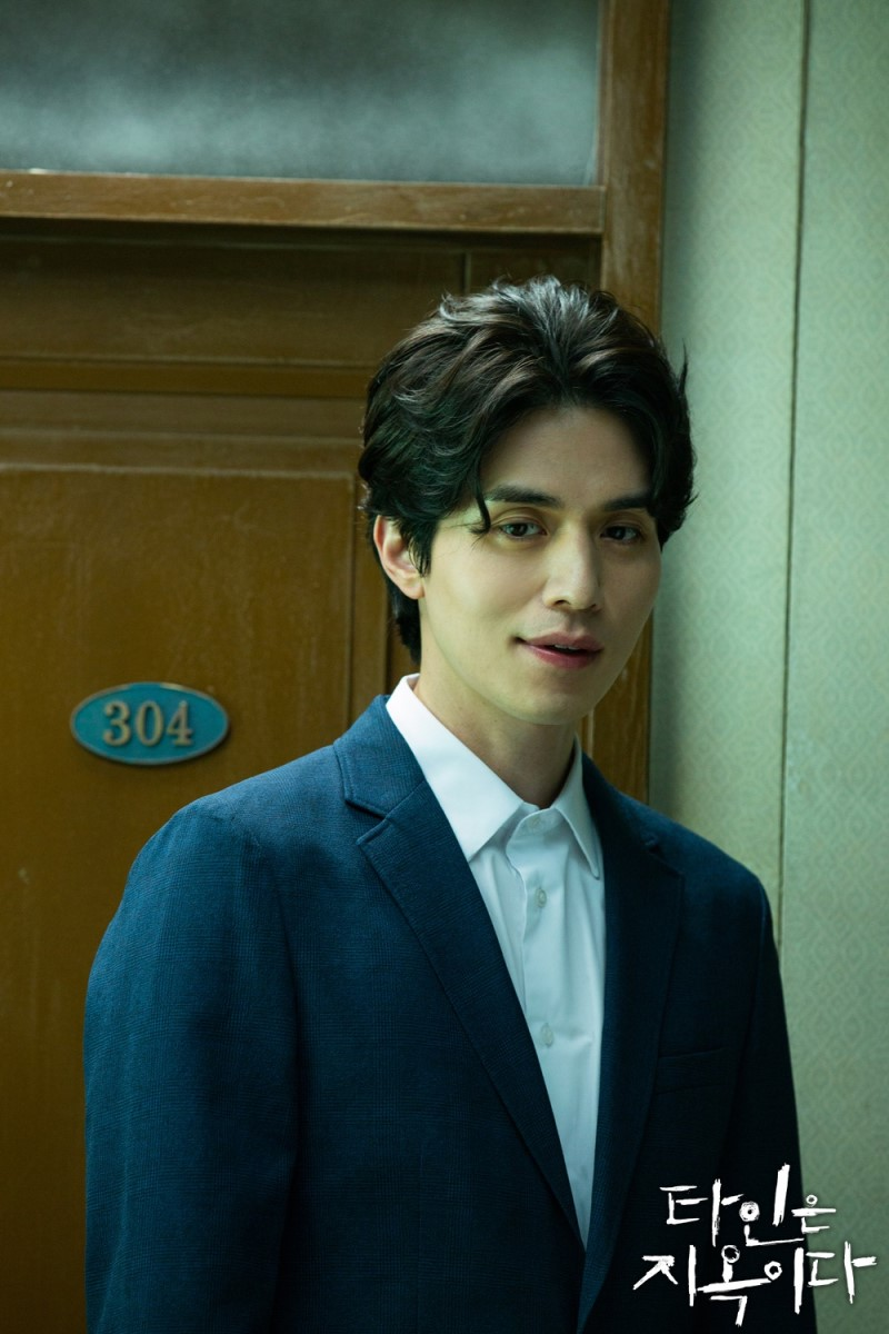 lee dong wook trong phim Strangers from hell