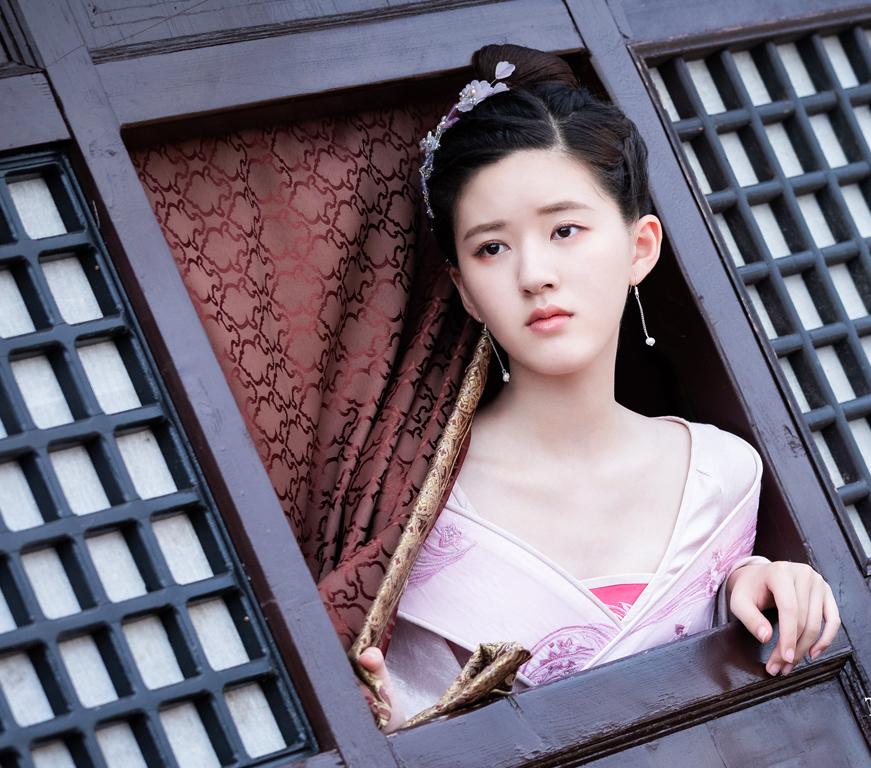 Cách trang điểm tự nhiên xinh đẹp như mỹ nhân họ Triệu.