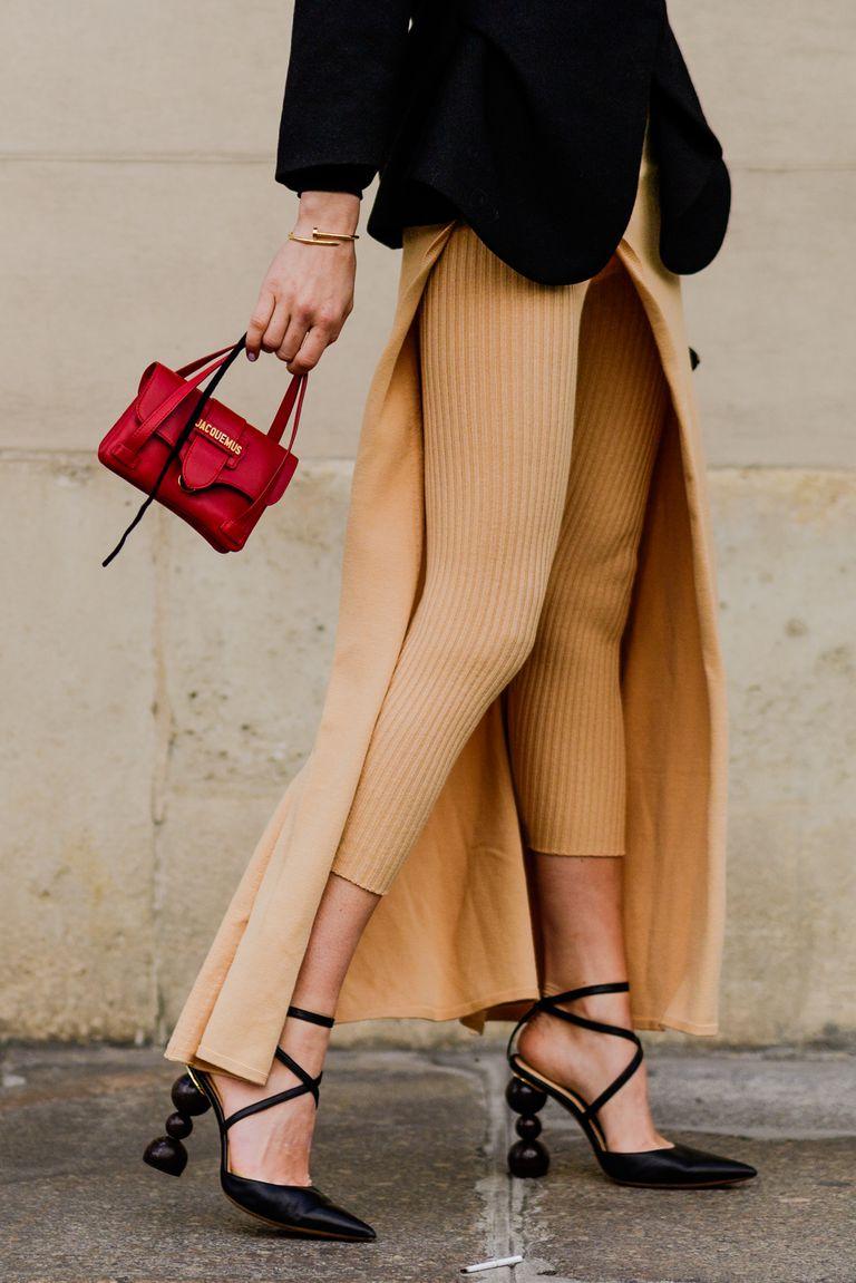 Street style với Túi micro bag màu đỏ