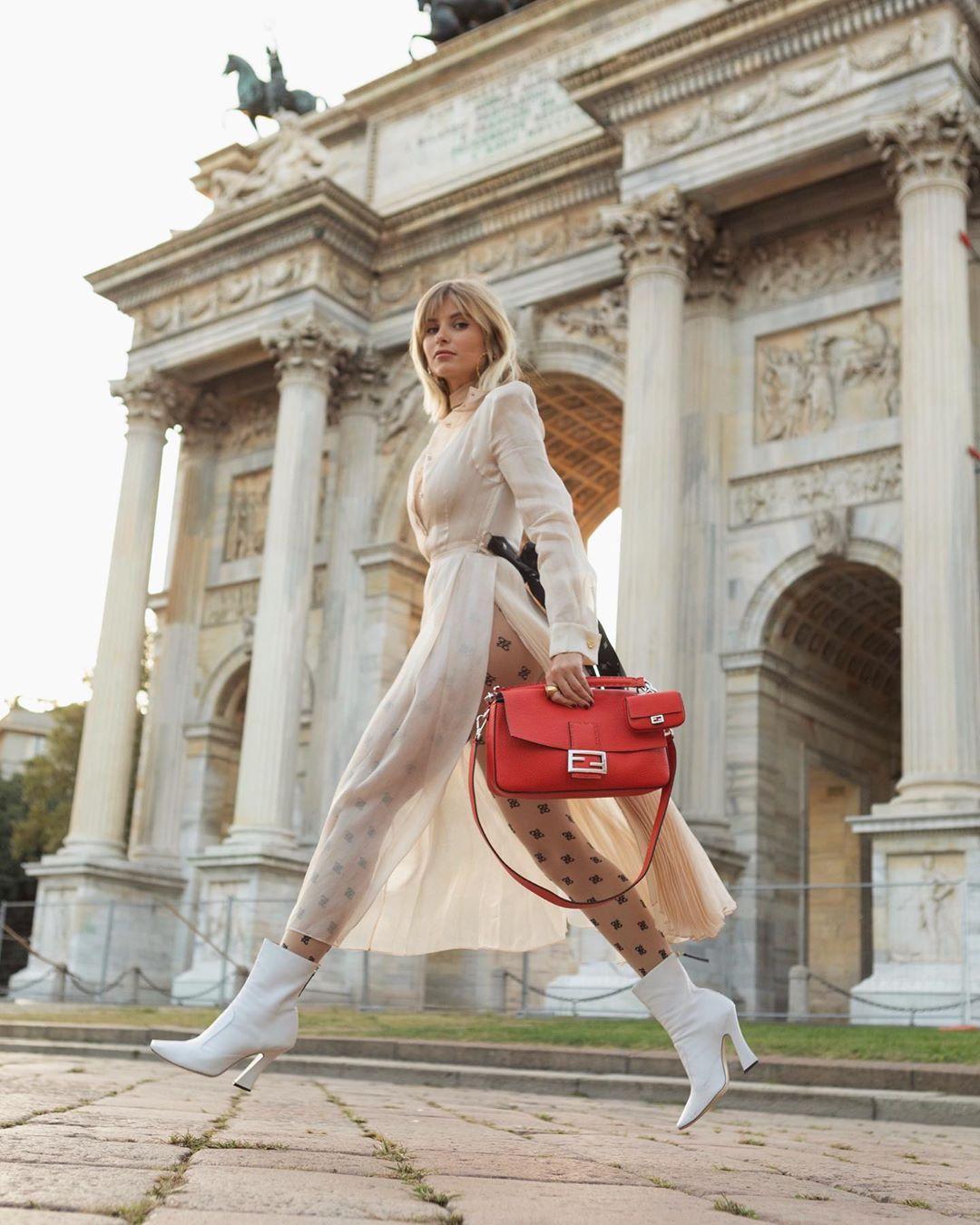 Túi xách đỏ hình chữ nhật của Fendi