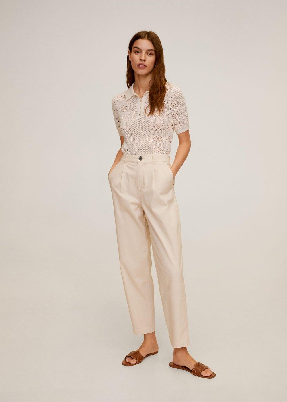 áo polo trắng chất liệu đan móc quần ống suông trắng