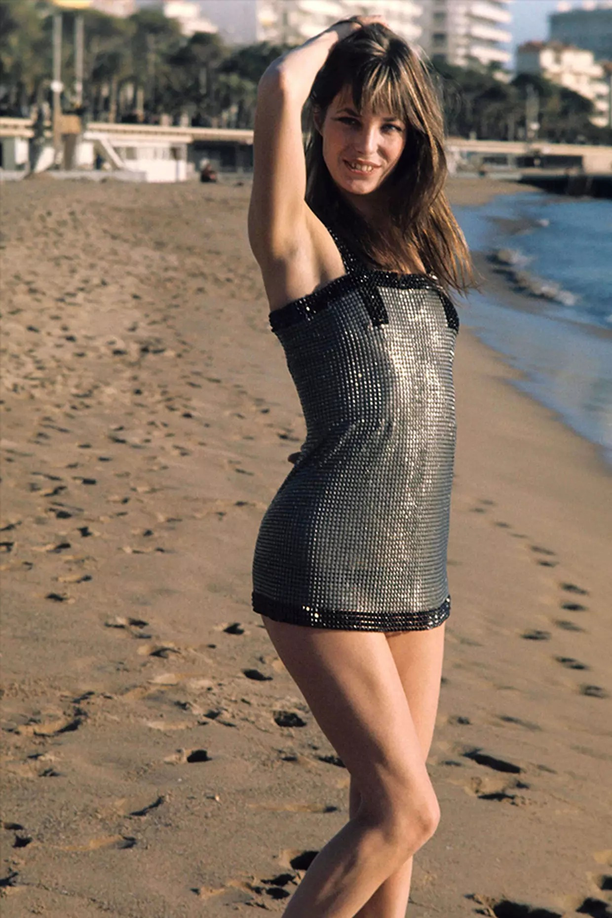 Thời trang Hè - Jane Birkin mặc đầm sequin đi biển