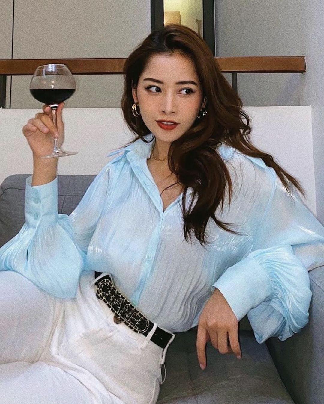 Chi Pu mặc áo xanh baby phom rộng