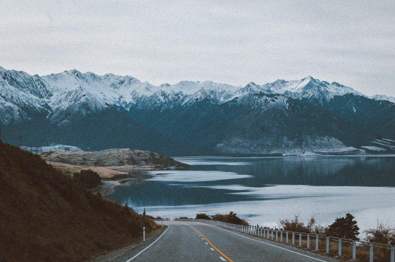 con đường vắng và nhàm chán