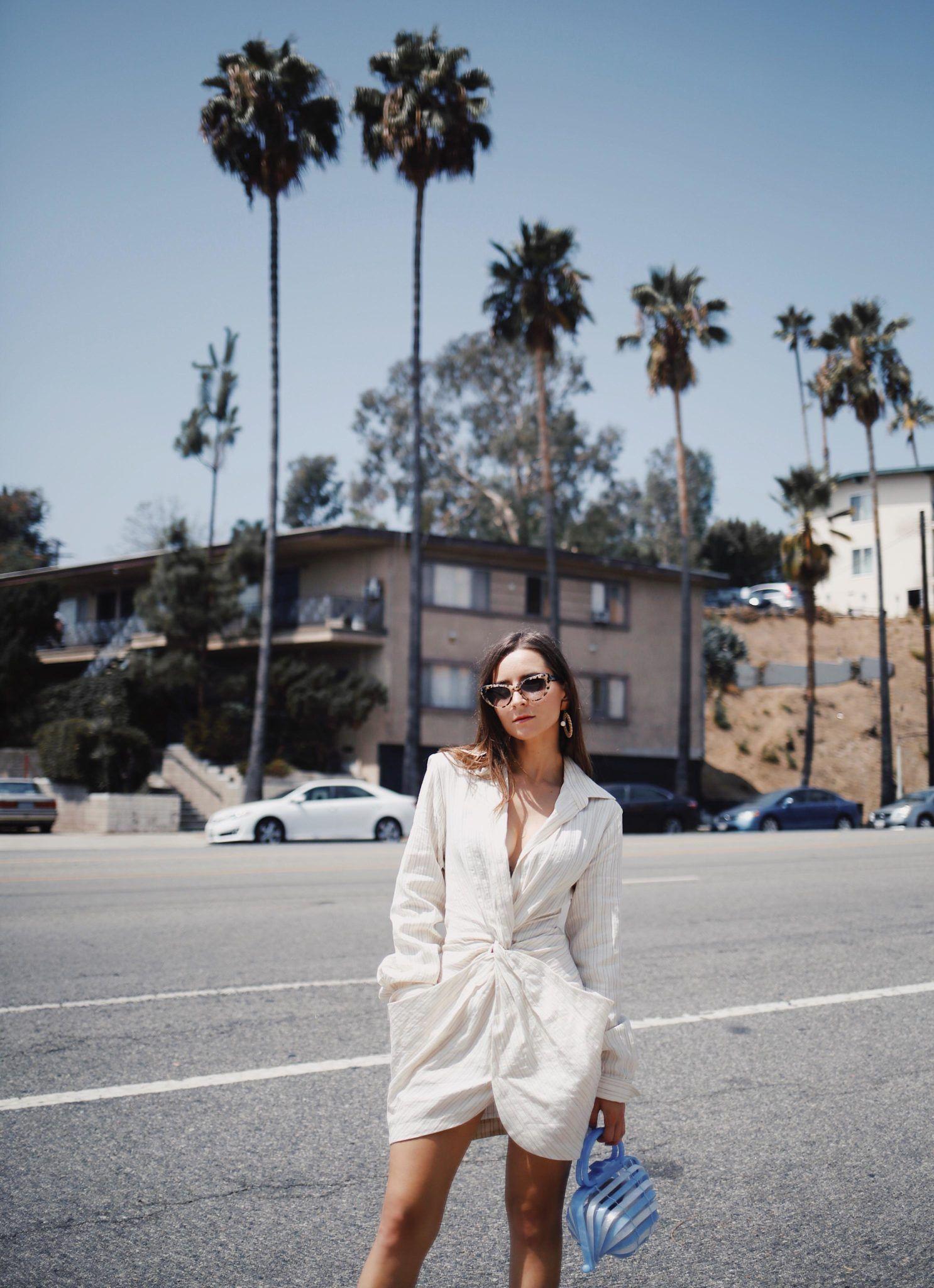 blogger modersvp jumpsuit màu kem túi xách xanh phong cách tối giản