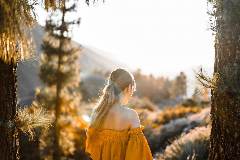 cô gái áo vàng yêu bản thân
