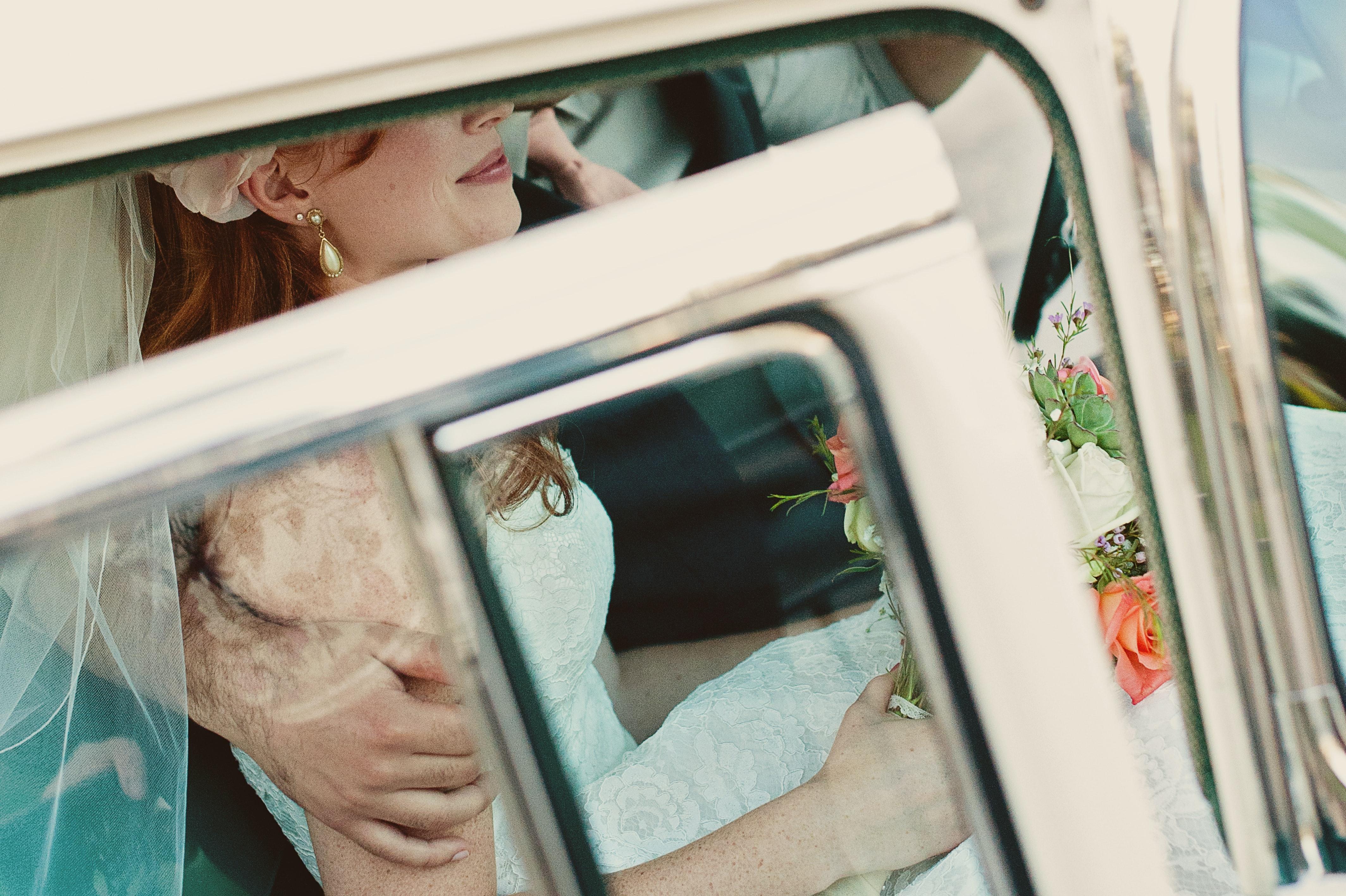 cô dâu chú rể ô tô