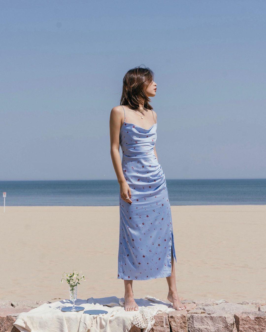 slip dress xanh lụa họa tiết hoa phong cách retro 90 vintage